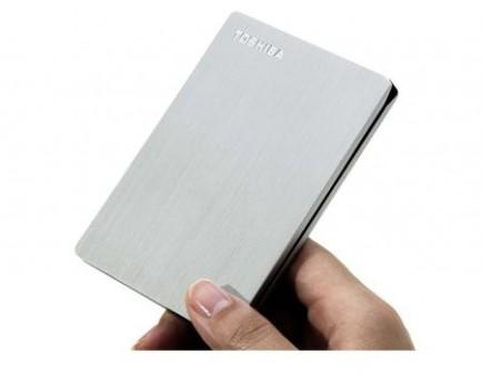 東芝、世界最小・最軽量のポータブルHDD「CANVIO SLIM」シリーズを10月下旬から発売