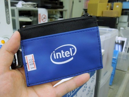 Intel「Sleek ID Holder」