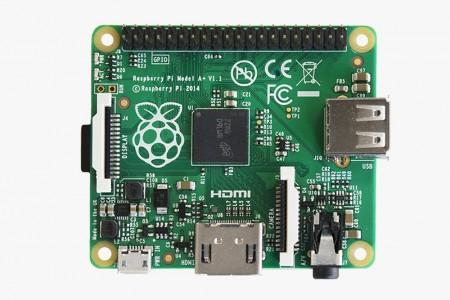 """""""名刺サイズ""""からさらに小さくなった超小型PC「Raspberry Pi Model A+」、20ドルで発売開始"""