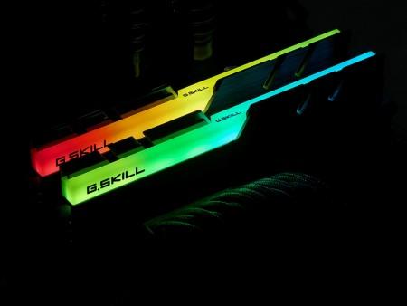 RGB LEDライトバー搭載のDDR4メモリ、G.SKILL「Trident Z RGB」シリーズ国内発売決定
