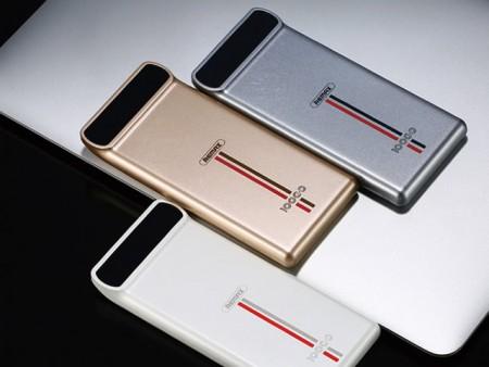 REMAX、デジタル電圧・電流チェッカー付きの10,000mAhモバイルバッテリ「KINGREE」