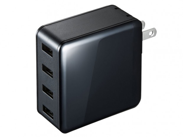 4台のモバイル機器をまとめて充電する、合計最大6Aの高出力USB充電器