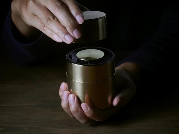 パナソニック、手作り茶筒の老舗とコラボした真鍮製ワイヤレススピーカー「響筒」を限定販売