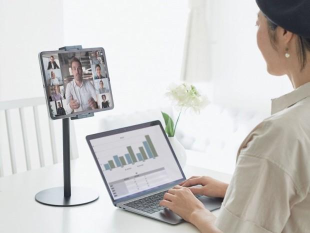 エレコム、タブレットを目線の高さで使える卓上モバイルスタンド2製品発売